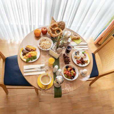 Beim Schrey Frühstück am Tisch